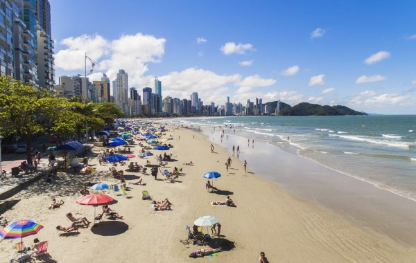 Praia central Balneário Camboriú
